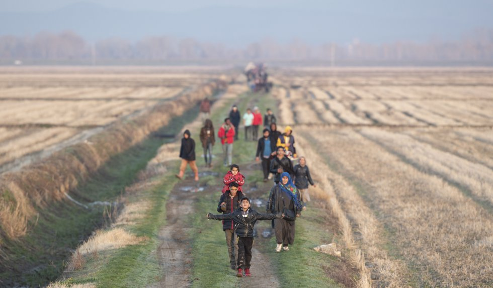 مجموعة من اللاجئين بعد محاولة فاشلة لعبور الحدود اليونانية بالقرب من نهر Meric (Evros) في 2 مارس.  ذكر بعض المهاجرين أنه عندما حاولوا العودة إلى المدن التركية التي يعيشون فيها ، بالنظر إلى أن الممر غير مفتوح ولا يبدو مفتوحًا ، فقد تم اعتراضهم من قبل الشرطة التركية ، مما أجبرهم على العودة إلى منطقة الحدود مع تركيا.