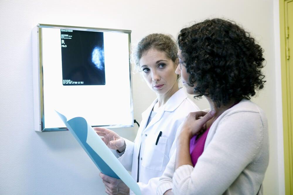 مريضة في استشارة سرطان الثدي