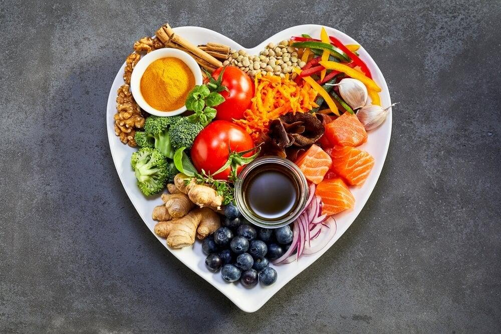 الأطعمة الصحية التي يجب عليك تضمينها في نظامك الغذائي.