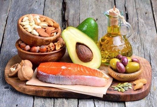 أنواع الدهون التي يمكن تناولها أثناء الرجيم