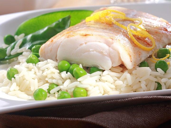 سمك مسلوق مع أرز.