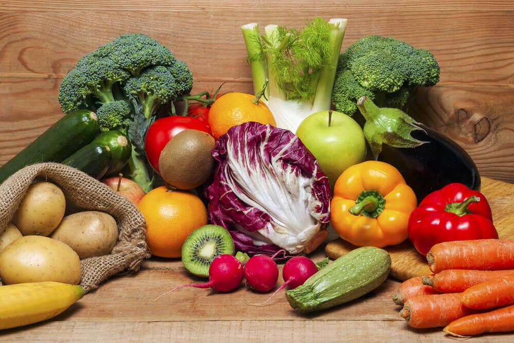 مجموعة متنوعة من الأطعمة الصحية.