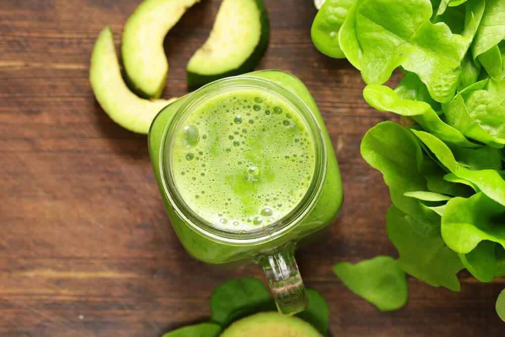 خذ مخفوقًا أخضرًا ثلاثيًا على النظام الغذائي للتخفيف