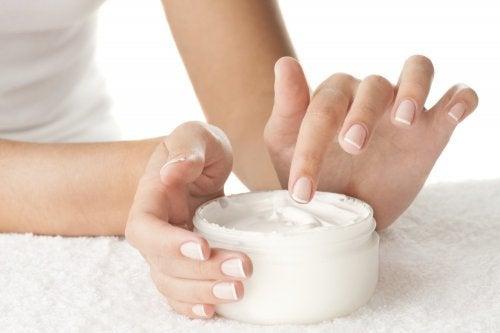كريم الجسم بالفيتامينات الهامة لصحة الجلد