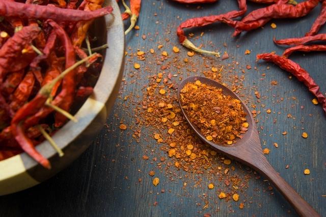 10 أطعمة تسبب الحموضة المعوية والارتجاع والحرق
