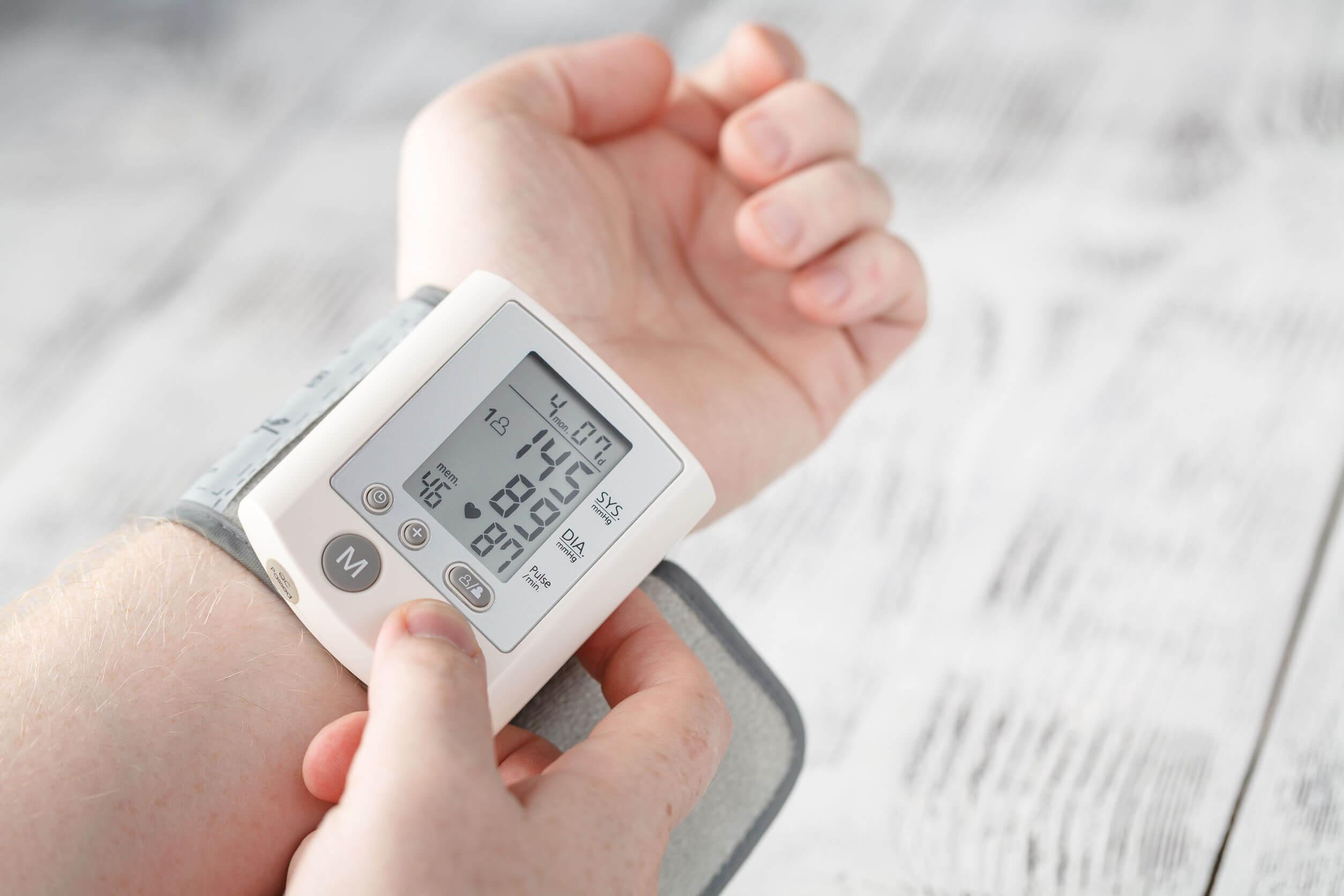 شخص يعاني من ارتفاع ضغط الدم.