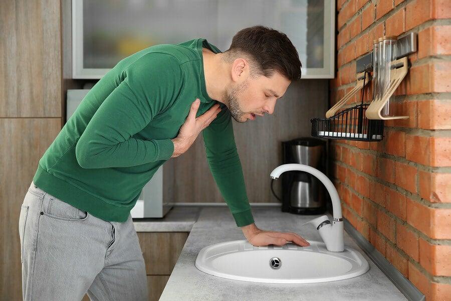 يمكن أن تسبب البكتيريا المعوية التالفة الغثيان.