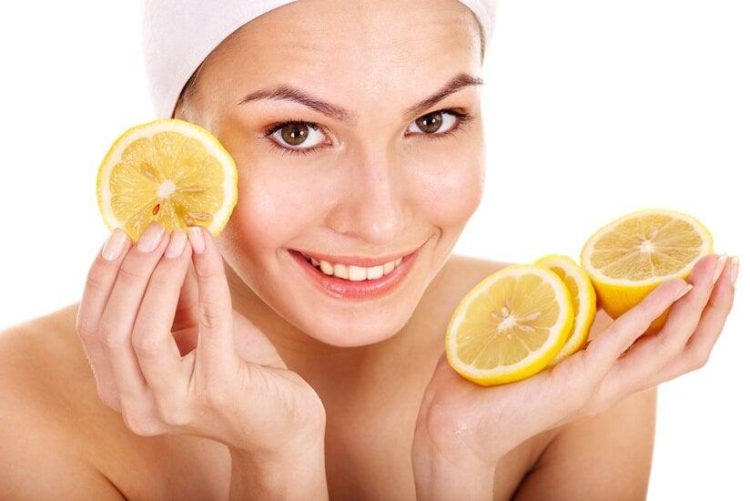 استخدمي الليمون لتجميل بشرتك