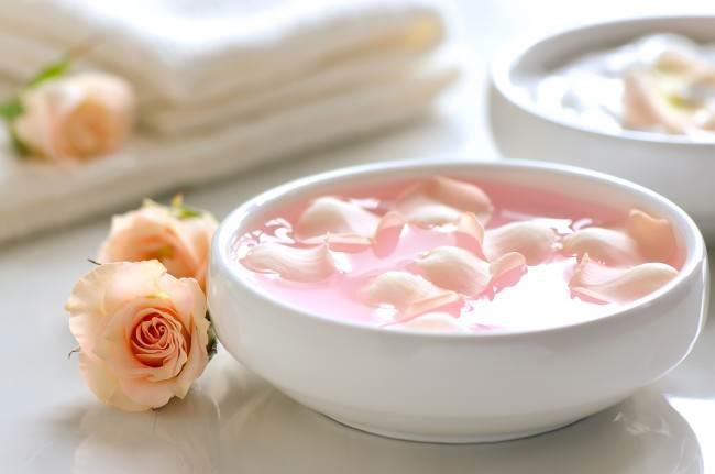 تقشير الحليب ، الآذريون وبتلات الورد