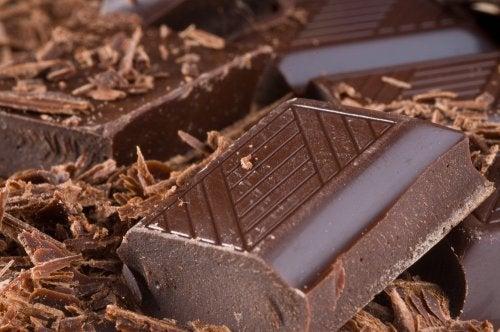 اوقيه من الشوكولاتة الداكنة