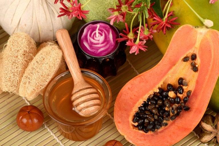قناع التقشير بالبابايا والعسل ودقيق الشوفان