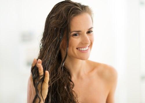 قناع الشعر منزلي الصنع