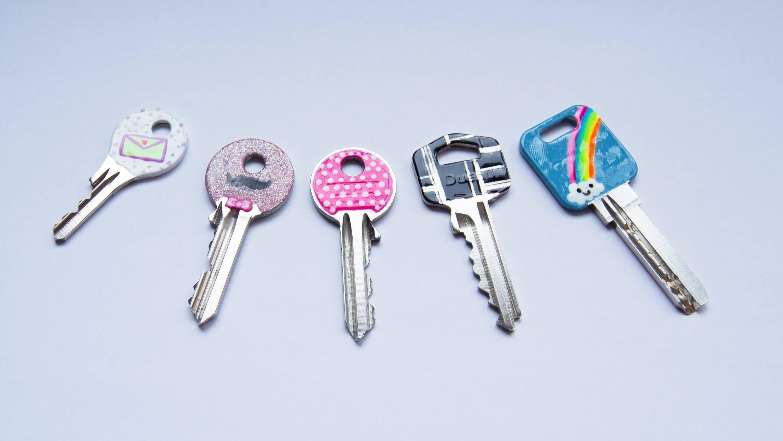 مفاتيح مطلية بالمينا