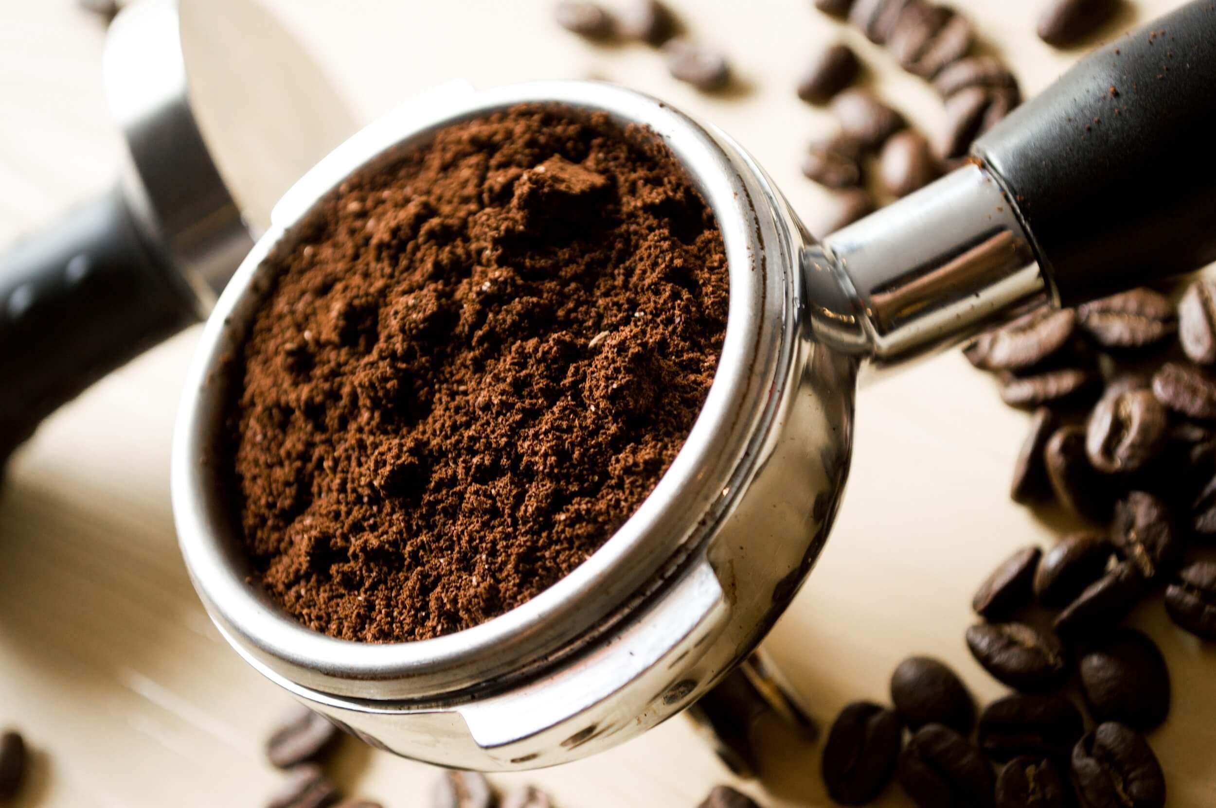 قهوة مطحونة طازجة.