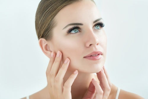قناع منزلي الصنع لعلاج البشرة الحساسة أو التهاب الجلد