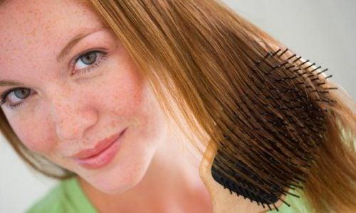 يمكن أن يضر التقاط شعرك بصحة فروة رأسك.