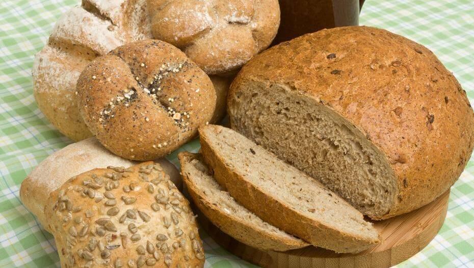 خبز نخالة القمح.