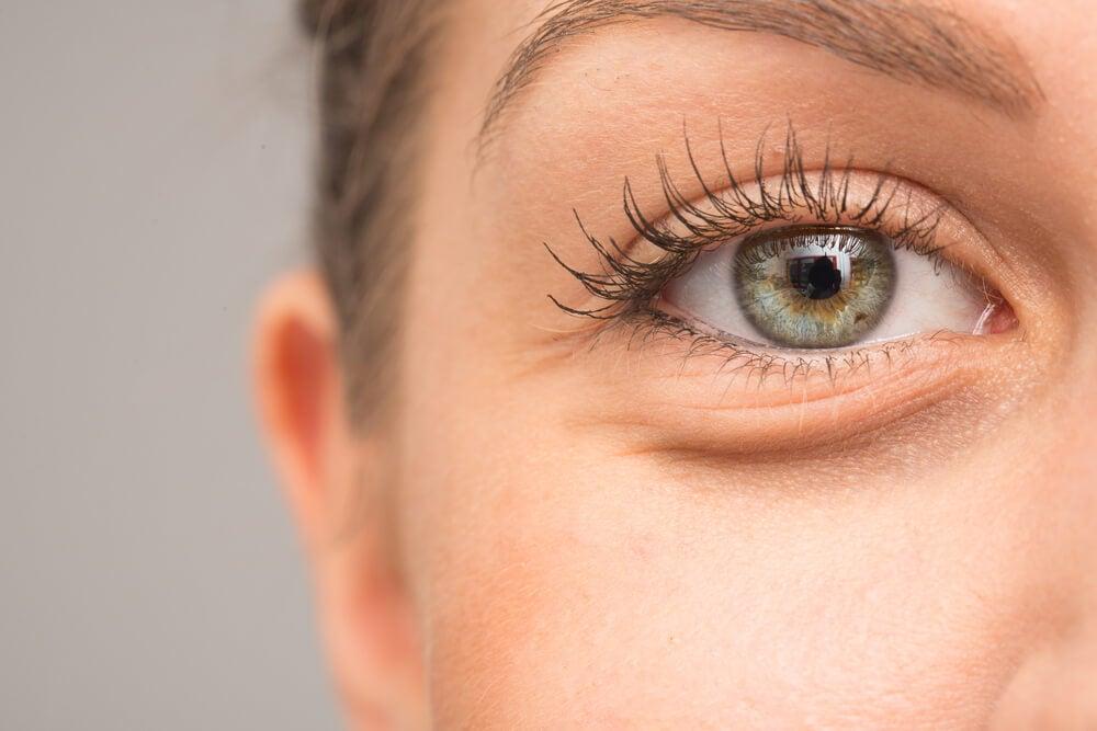 7 أسباب تجعل عينيك تنتفخ