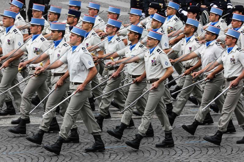 طلاب المدرسة اللوجستية العسكرية ( مدرسة العتاد ). AFP لودوفيك مارين