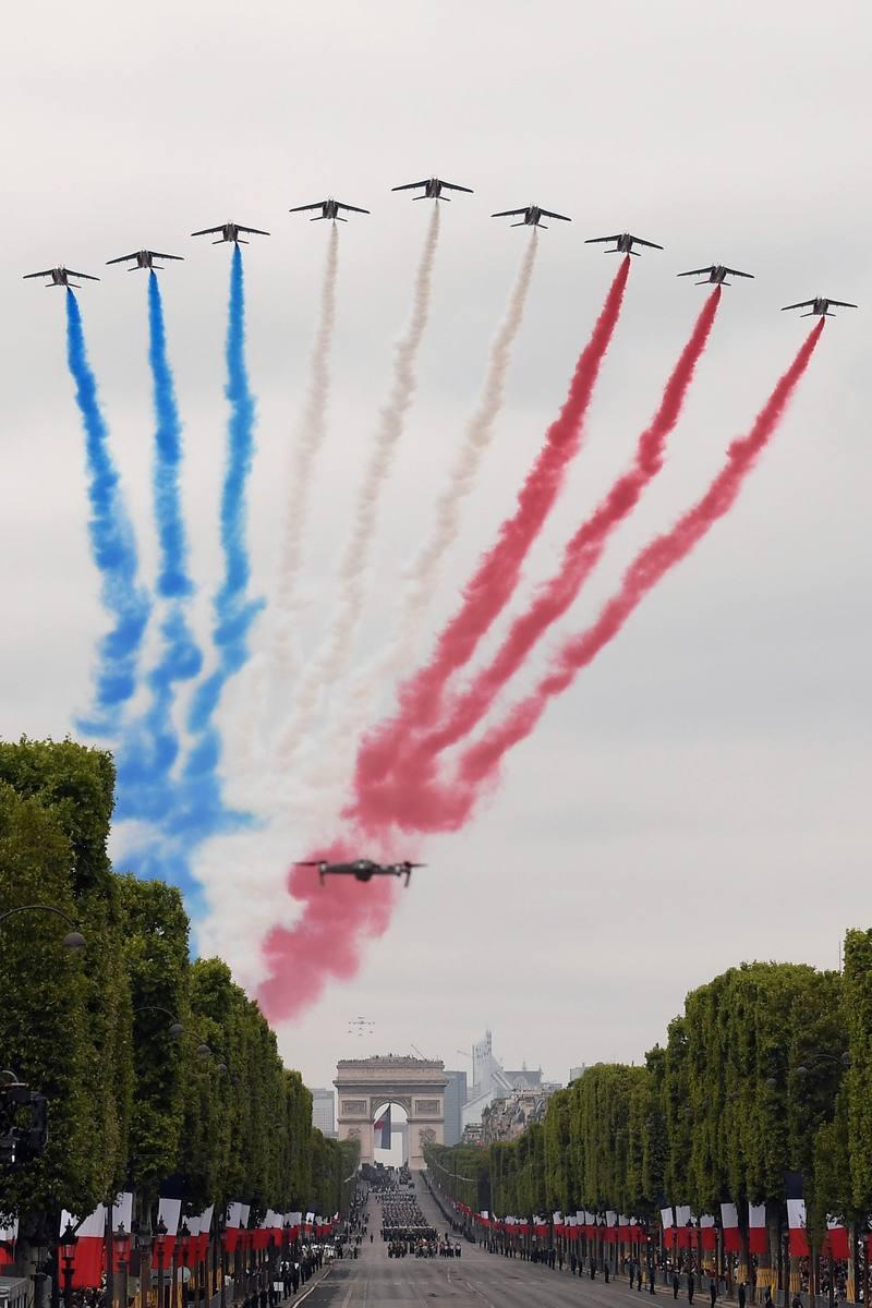 الفرنسية باترول مع ألوان العلم الفرنسي. AFP ليونيل بونافينتور