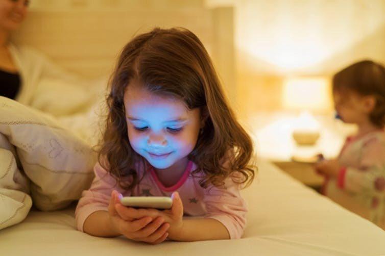 الأطفال ، التكنولوجيا ، الكمبيوتر اللوحي ، المحمول ، الخلية ، الطبيعة ، التنمية