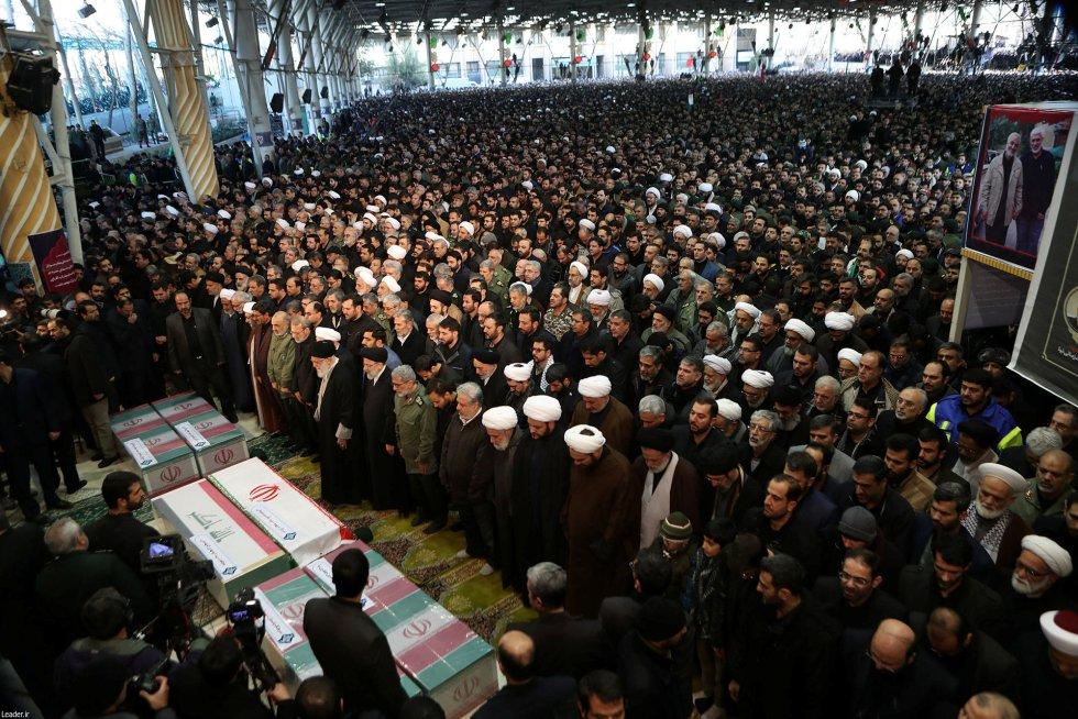 حضر الحفل ليرانيون مثل الرئيس ، حسن روحاني ، رئيس البرلمان ، علي لارياني ، رئيس الجهاز القضائي ي م ربر